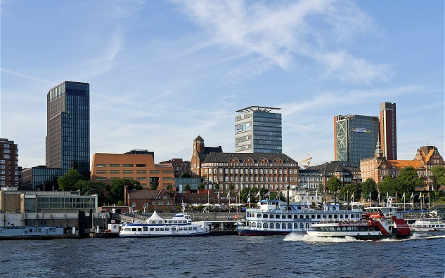 Empire Riverside Hotel seen from the Elbe